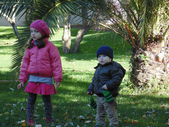 Sister and brother in autumn park N 3. — Stock Photo