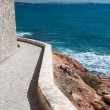 Edgy pathway along the sea — Stock Photo