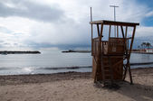 Life guard tower on empty beach — Stock Photo