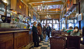 People at touristic restaurants and bars area Lisbon — Stock Photo