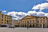 La estatua de giuseppe garibaldi en lucca, toscana en italia — Foto de Stock