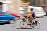 Man ridding a bicycle in Italy, Lucca — Stock Photo