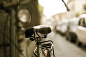 Vintage Bicycle leaning on a wall in italian street, Italy, Florence — Stock Photo