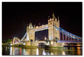 Tower Bridge withreflections in the thames at sunset — Stock Photo