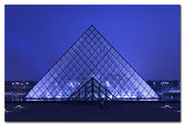 The kings palace louvre with its famous pyramid — Stock fotografie