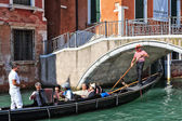 Serenade on a gondola in Venice, Italy — 图库照片