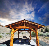 A picnic shelter at Clarno Unit Painted Hills — Stock Photo