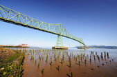 El astoria puente y la carretera — Foto de Stock