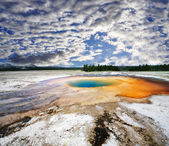 A beautiful view of midway geyser — Zdjęcie stockowe
