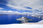 Derin mavi güzel krater gölü — Stok fotoğraf