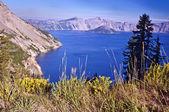 Krásný výhled na kráterové jezero — Stock fotografie