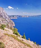 美丽的景色的火山口湖 — 图库照片
