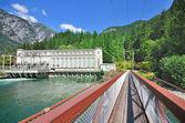 La maison de puissance de george et le pont suspendu — Photo