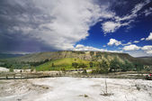 The Mountain at Mammoth Hot Springs — Zdjęcie stockowe