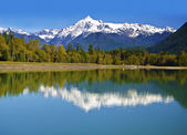 Mt Shuksan back view from baker Lake — Stock Photo