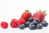 Raspberries, blueberries and strawberries. Delicious fruits. — Stock Photo