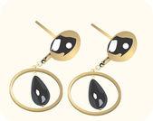 Golden ear ring with black gemstone — Stock Vector