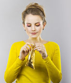 The beautiful blonde with a gift sack in hand — Stock Photo