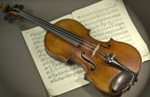 Beautiful violin on a background sheet music. musical instrument. stringed instrument. violin — Photo
