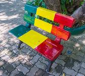 Kleurrijke stoel op park — Stockfoto