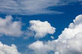 White clouds against blue sky — Stock Photo
