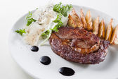 Beefsteak with steak with french fries, lettuce, sauce — Foto de Stock
