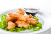 Shrimp tempura with lettuce and sesame seeds — Stock Photo
