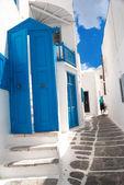 Beco grego tradicional na ilha de mykonos, grécia — Foto Stock