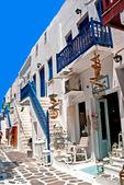 Callejón tradicional griega en la isla de mykonos, grecia — Foto de Stock