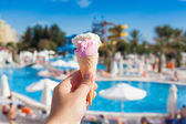Ice cream and summer background — Stock Photo
