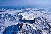 Rzeka śniegu i lodu płynie do morza, denali, alaska. — Zdjęcie stockowe