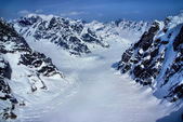 Aerial View of Head Waters of a Glacier in the Rugged Alaskan Mountains in Denali National Park, Alaska. — Foto de Stock