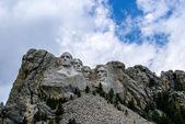 Montagna e punto di riferimento famoso scultura - mount rushmore, vicino a trapezio, Dakota del sud. — Foto Stock
