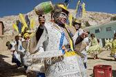 Aymara man dances traditional mask dance at festival Morenada on Isla del Sol, Lake Titicaca, Bolivia. — Stock Photo