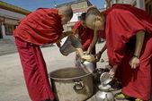 Buddhist nuns pour public tibetan tea at 4-days puja ceremony in Leh, Ladakh, India. — Stock Photo