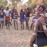 Hamer people dance traditional dance near Dimeka village in Omo Valley, Ethiopia. — Stock Photo