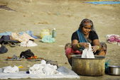 Indian woman washes clothes in Ganga river in Varanasi, India. — Stock Photo
