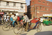 Indian rickshaw men in a busy street in New Delhi, India. — Stock Photo