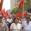 People take part at May Day demonstration in Lima, Peru. — Fotografia Stock  #31234595