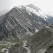 Dangerous winding road near Zoji La Pass, Indian Kashmir. — Foto de Stock