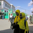 Foto de Stock  : Ethiopigirls walk to madras(islamic school or college) in Harar, Ethiopia