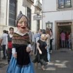 "Unidentified person dressed as ""cabezudo"" walks on a street in Santiago de Compostela, Spain. — Stock Photo"