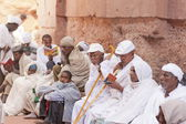 Ethiopian pilgrims wait beginning of the Orthodox Christmas Night on January 6, 2014 in Lalibela, Ethiopia. — Stock Photo