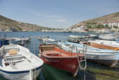 Fishing boats lined up in Balaklava, suburb of Sevastopol, Crimea, Ukraine. — Foto de Stock