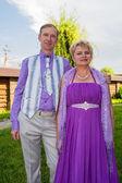 Exitosa y feliz pareja de hombre y mujer en ropa inteligente. — Foto de Stock