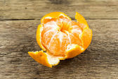 Ripe tangerines on wooden background — Stock Photo