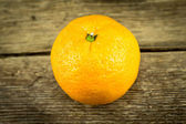 Ripe tangerines on wooden background — Stock fotografie