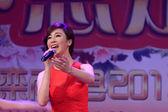 ステージでは、中国の有名な歌手郭タオ歌 — ストック写真