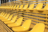 Assentos do estádio vazio colorido — Foto Stock