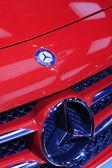 Rode benz a-klasse auto's merk in een auto verkoop shop, tangshan, china — Stockfoto